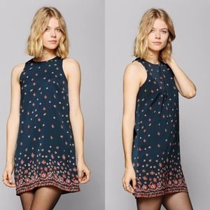 UO | Staring at Stars Floral Zipback Shift Dress